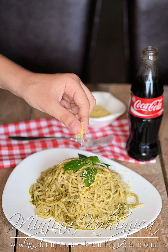 Špagete sa domaćim pesto đenoveze sosom