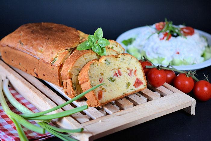 Hleb sa čeri paradajzom