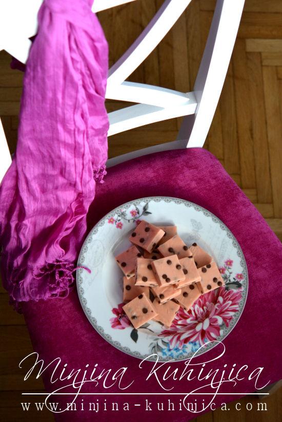 Kocke sa malinama i čokoladnim kapljicama(fudge)