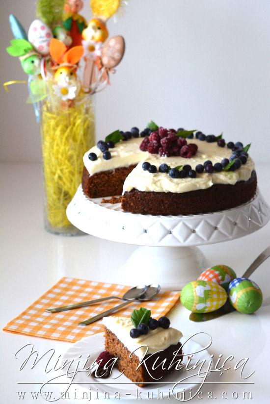 Sočni Uskršnji kolač sa šargarepom