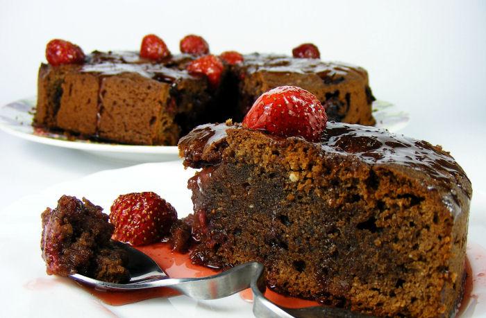 Čokoladni kolač sa rikotom i jagodama