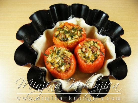 Punjeni paradajz u lisnatom testu