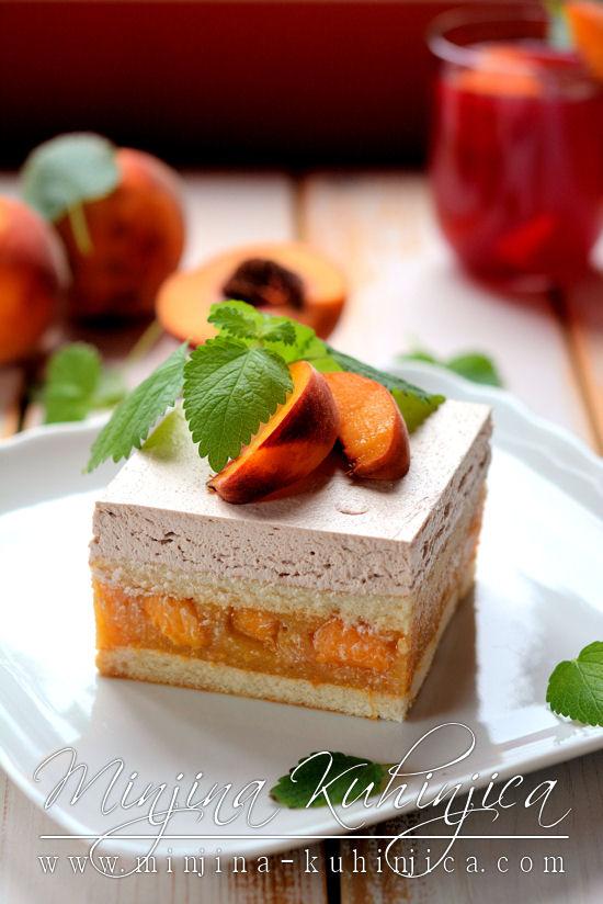 Piškota kolač sa breskvama