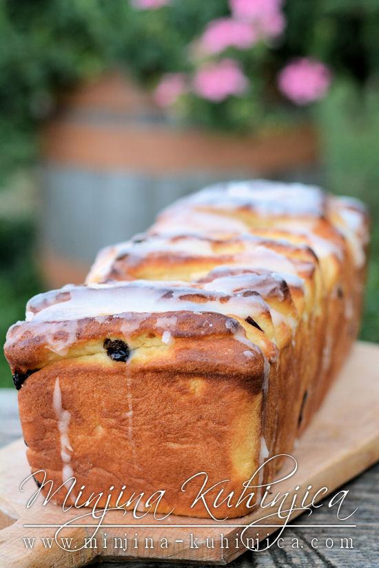Slatki voćni hleb