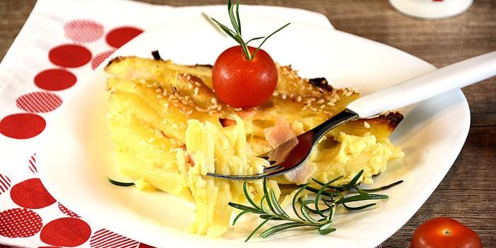 Makaroni sa sirom i pečenicom
