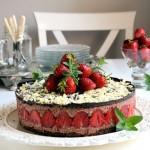 Čokoladna mus torta sa jagodama (video)