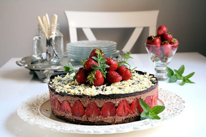 Čokoladna mus torta sa jagodama