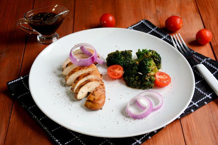 Piletina iz marinade sa brokolijem