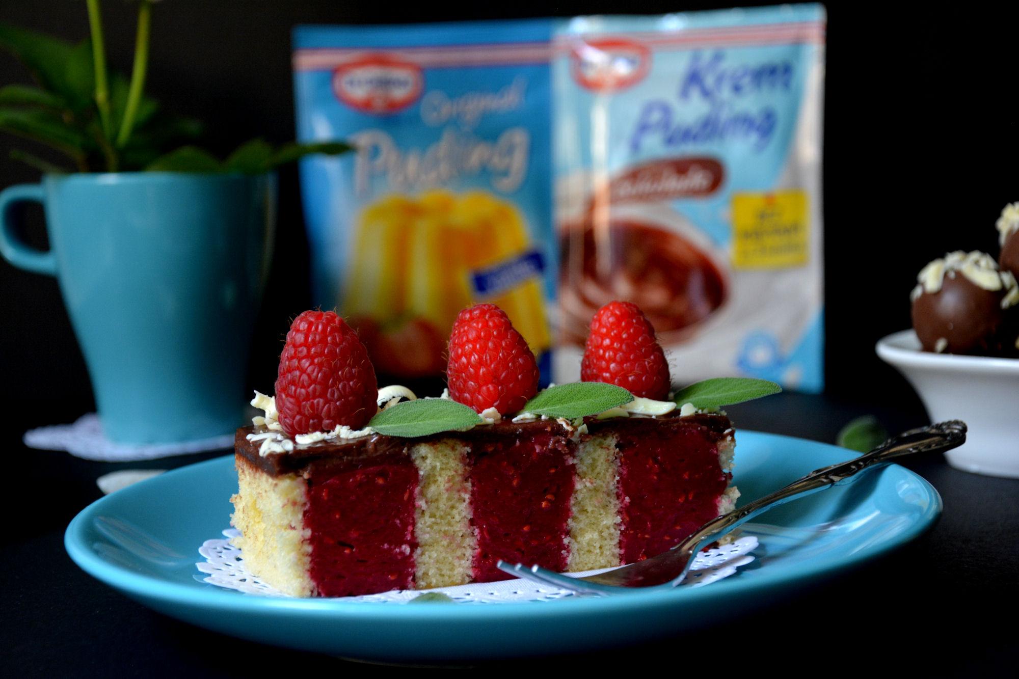 Rupičasti kolač sa malinama i čokoladom (video)