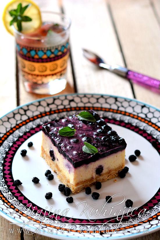 Fe-no-me-na-lni kolač sa borovnicama