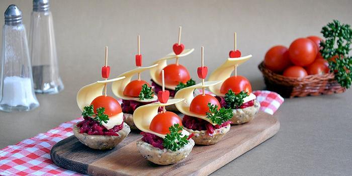 Posne korpice & crvena salata