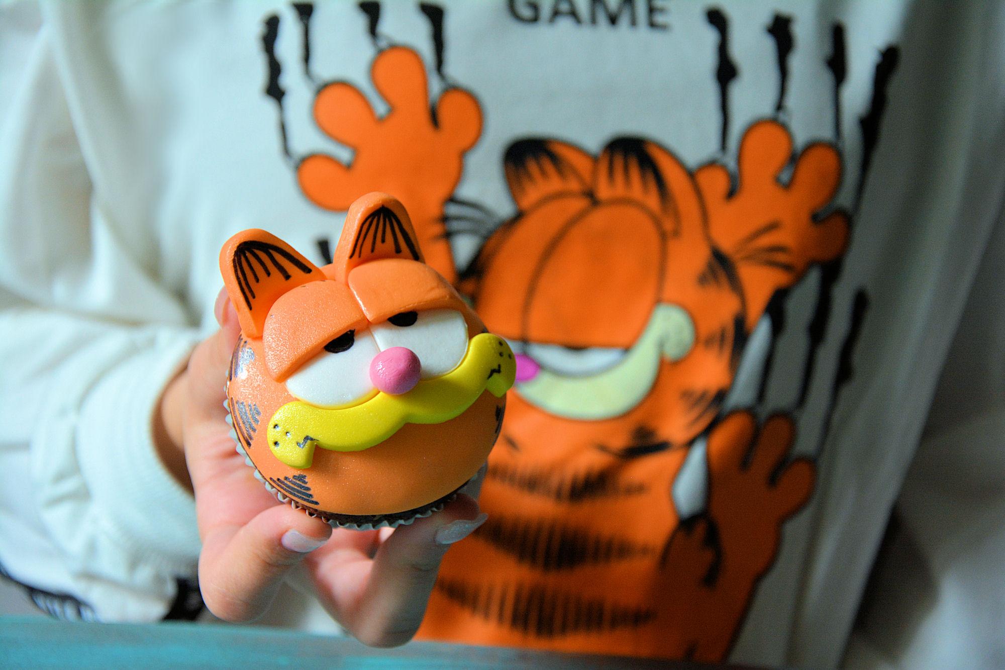 Garfild cupcakes / kapkejks + darivanje (video)
