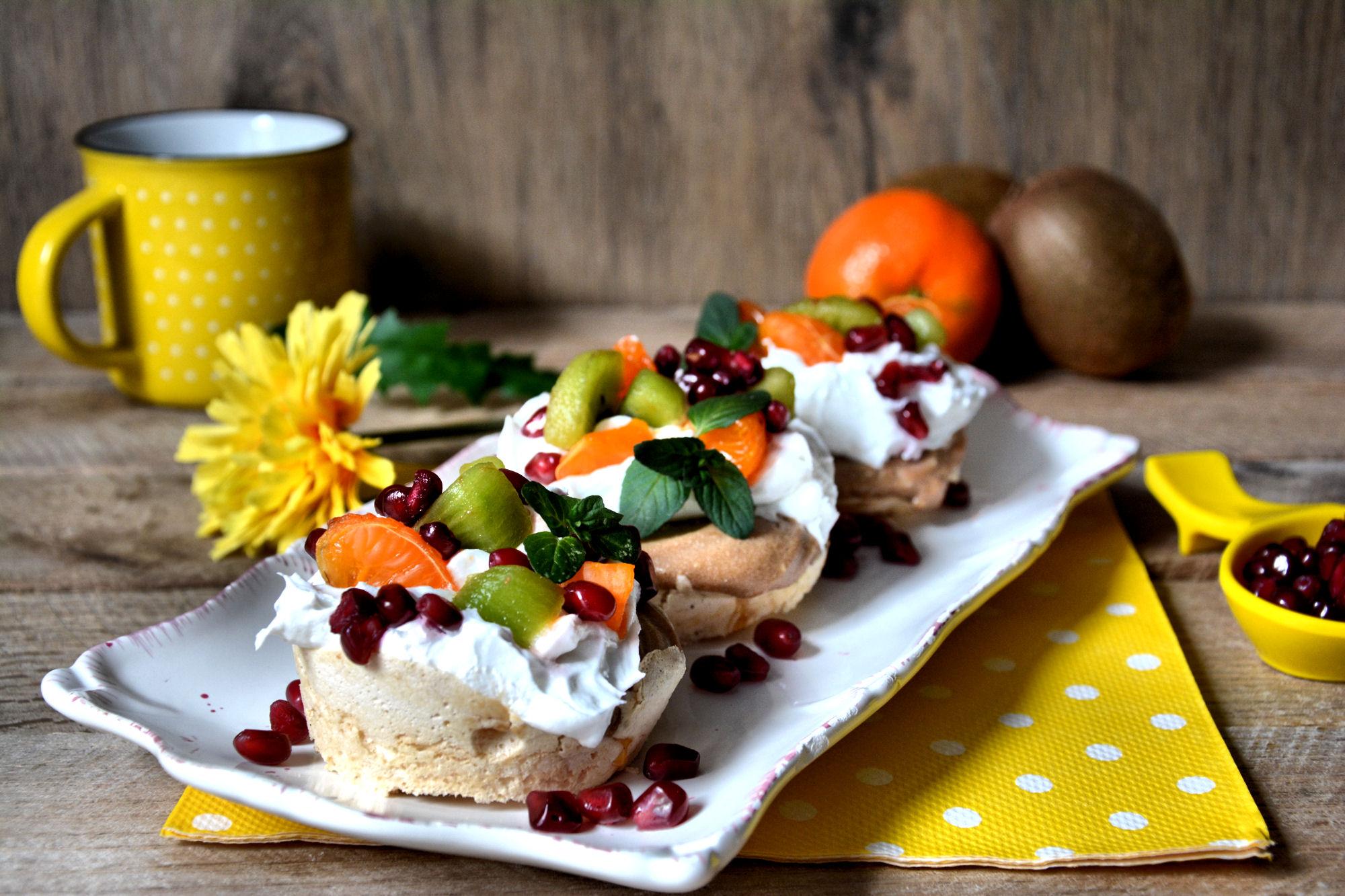 Puslica kolač sa tropskim voćem