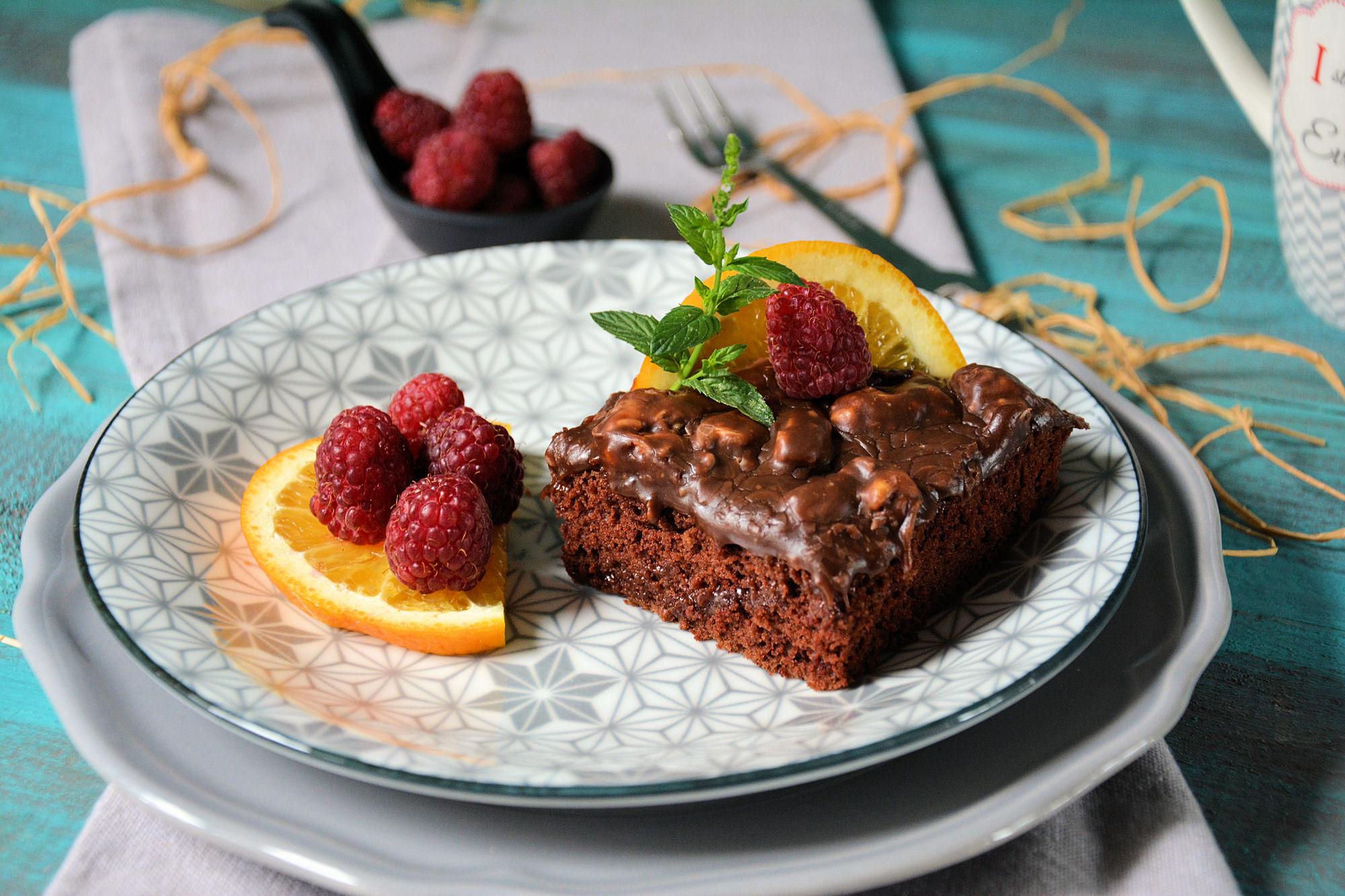 Čokoladni Nutela/Snikers kolač bez jaja, mleka, margarina & miksera (video)