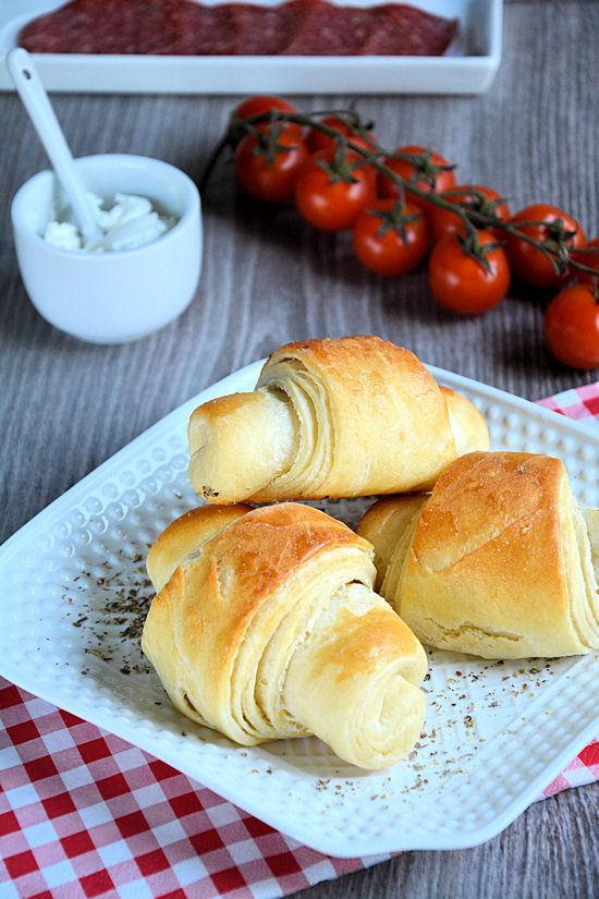Kifle sa krem sirom i kobasicom
