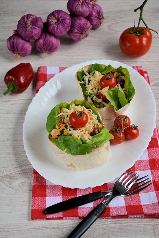 Salata u tortilja korpicama